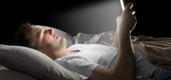 Люди начинают слепнуть от смартфонов