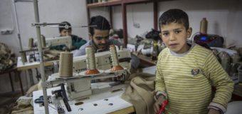 Опубликованы фото детей, которые шьют форму для ИГИЛ