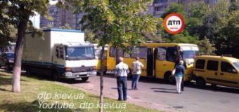 В Киеве в ДТП с маршрутками четверо пострадавших. Фото