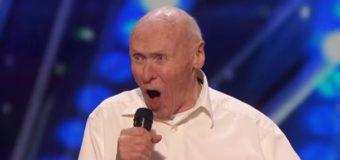 82-летний пенсионер «порвал» сеть исполением тяжелого рока. Видео