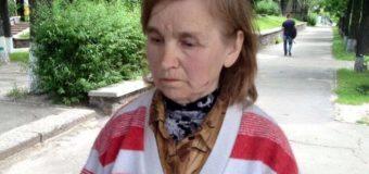 Киевляне ищут родных женщины, которая вышла из дома и потеряла память. Фото