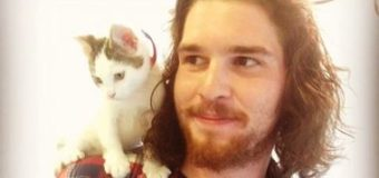 Двойник Джона Сноу стал звездой интернета. Фото