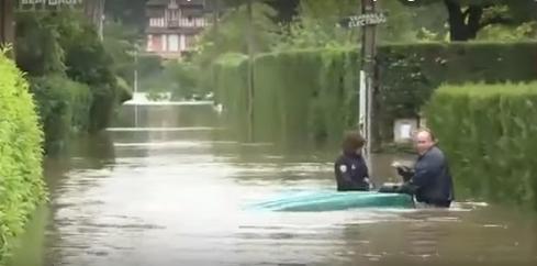 Французские полицейские-недотепы рассмешили до слез весь мир. Видео