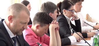 Хит сети: Надежда Савченко задремала на заседании комитета Рады. Видео