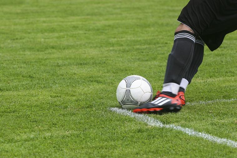 Футболист «Цюриха» во время матча Лиги Европы провалился в ров