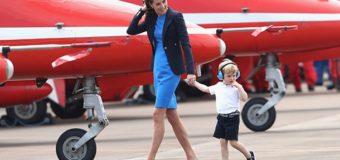 Маленький принц Джордж вышел в свет на вертолете. Фото