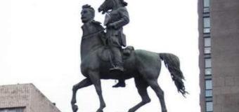 Фотожабы: в сети посмеялись над сносом памятника Щорсу