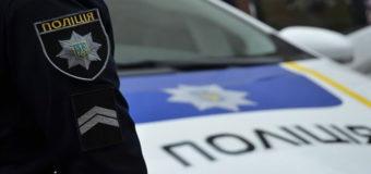 В Киеве мужчина прятался от полиции в витрине магазина. Фото