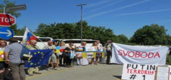 В Словении Путина встретили с плакатами «террорист №1». Фото