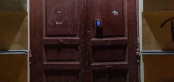 В Одессе обнаружили странную дверь. Фото