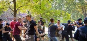 Во время сноса забора в Одессе активисты Азова подрались с полицейскими
