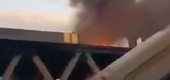Киевлян шокировал пожар на недостроенном мосту через Днепр. Видео