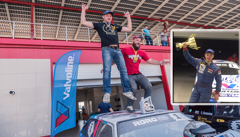 Неожиданный финал гонок в Грозном: в сети бум фотокомиксов. Фото