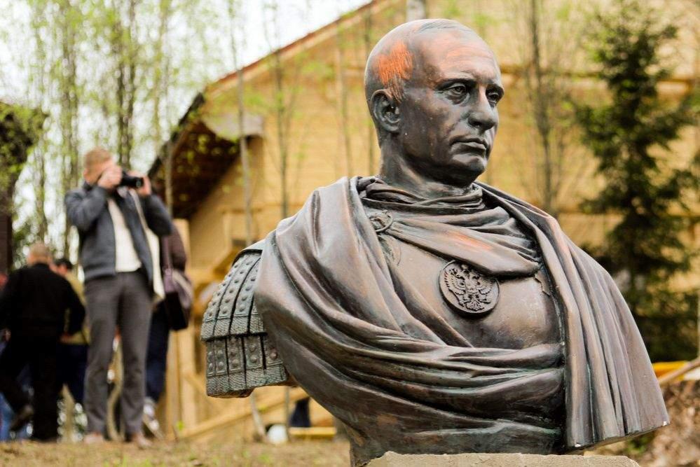 Крым в шоке: у людей «выбивают» деньги на памятник Путину