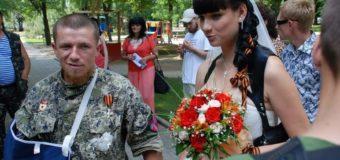 Жена «Мотороллы» пришла на похороны мужа в сногсшибательном наряде. Фото