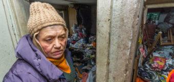 Жительница Днепра свою квартиру превратила в свалку. Фото