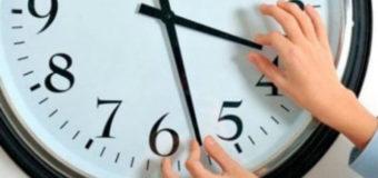 Украинцы переведут часы назад