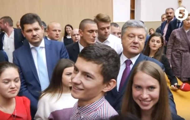 Студент спросил Порошенко, когда он отправит своих детей в АТО. Видео
