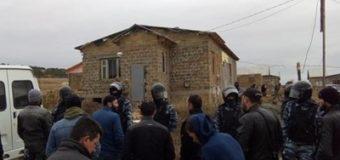 В Крыму ФСБ обыскивает дома крымских татар. Видео