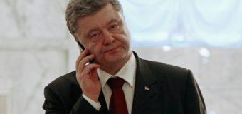 В сети все больше разгорается скандал с «разводом» Порошенко по телефону