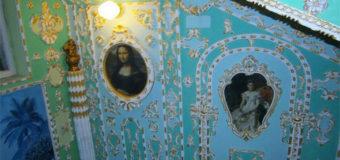 В киевском доме появился подъезд в «стиле Пшонки». Фото