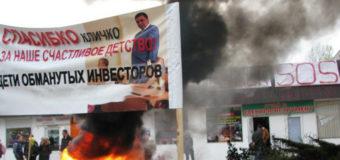 В Киеве возле метро «Харьковская» подожгли шины
