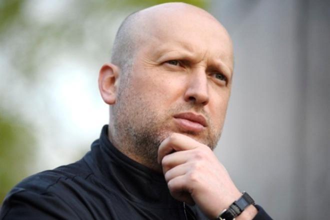 Месячная зарплата Турчинова вызвала ажиотаж в сети