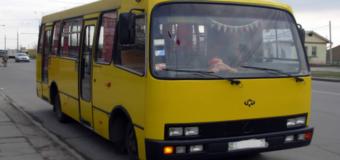 Ужасы на дорогах: в Киеве из маршрутки выпала пенсионерка