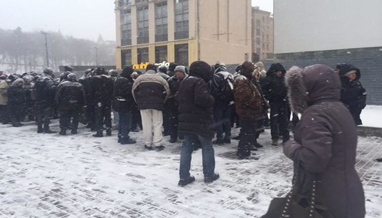 В Киеве заметили участников проплаченного митинга
