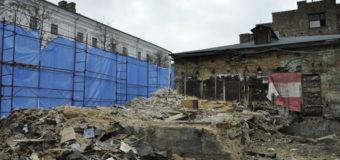 В Киеве снесли старое здание на Подоле. Фото