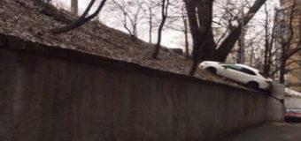 Киевлян шокировал казус с машиной. Фото