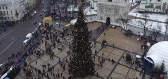 Главную елку Киева отсняли с квадрокоптера. Видео