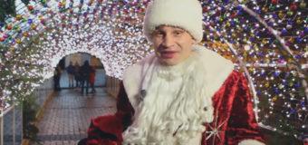 Кличко гулял по Киеву в костюме Деда Мороза. Видео