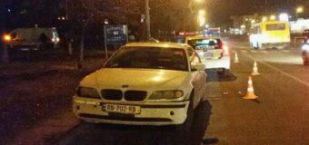 В Киеве автомобиль сбил женщину и пятилетнего ребенка