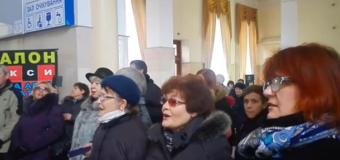 В Херсоне около сотни человек присоединились к песенному флешмобу. Видео