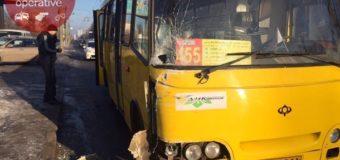 Массовое ДТП в Киеве: микроавтобус протаранил маршрутку. Фото. Видео