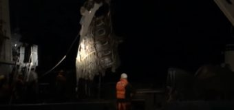 Опубликовано видео подъема Ту-154 из-под воды