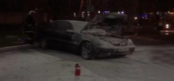 В Одессе на заправке загорелась машина с трехлетним ребенком