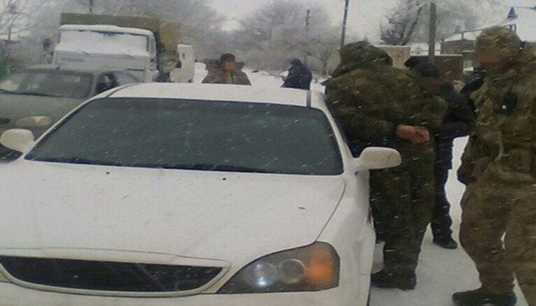 Вблизи Мариуполя разоблачили полицейского-вымогателя