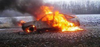 На Черкащине автомобиль вспыхнул прямо на ходу. Фото