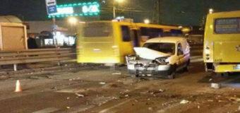 В Киеве произошло ДТП с участием маршрутки, водитель сбежал