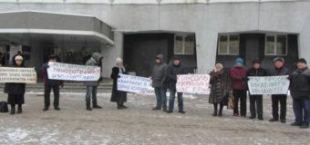 Жители Днепра митинговали перед горсоветом