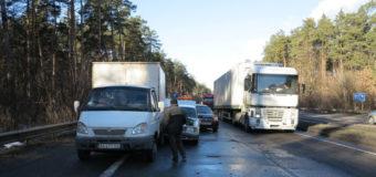 Под Киевом в ДТП попали пять машин. Фото
