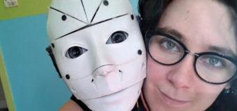 Француженка выходит замуж за робота. Фото