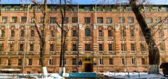 Трагедия в киевском общежитии: молодой парень выпал с пятого этажа