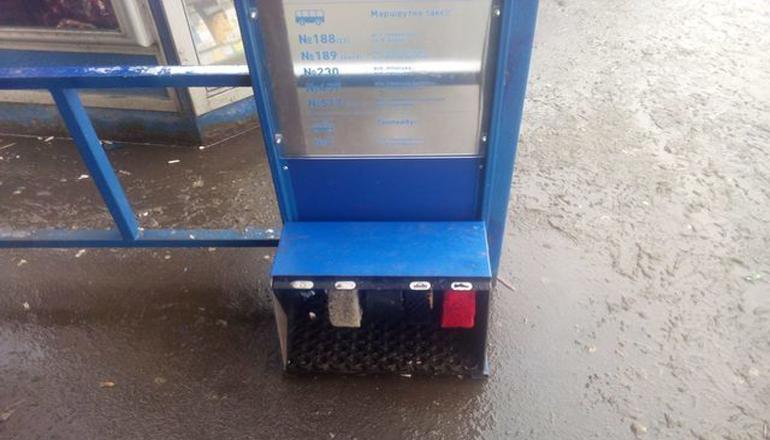В Киеве появилась остановка, где можно почистить обувь. Фото