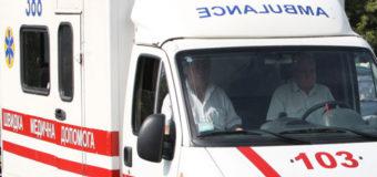 В Киеве преступник резал себе вены на остановке