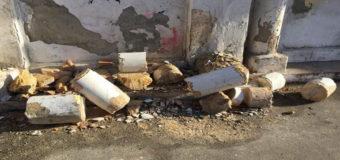 Фотофакт: В Одессе на Французском бульваре обрушилась колонна