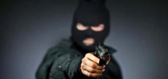 В Киеве вооруженный преступник напал на кассу учреждения