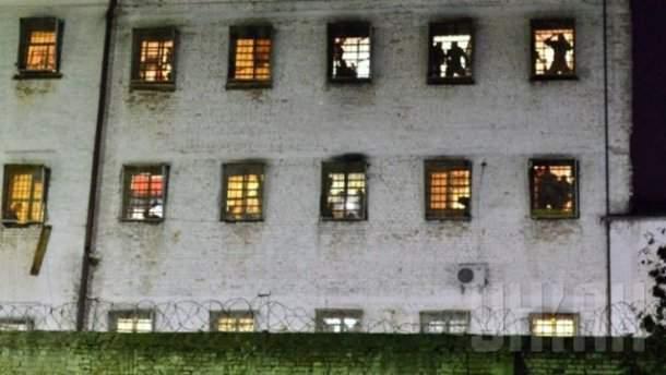 В Киеве бунтуют арестанты СИЗО: избита охрана